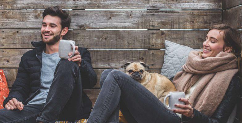 5 Tipps, um den perfekten Tandem Sprachpartner zu finden zwei Menschen